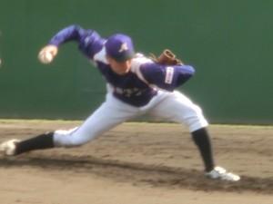 8回から13回まで厳しい場面を投げ続けた渡辺俊介。