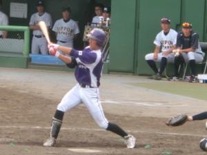5回二死2塁のチャンスで米田の打球は12塁間に。相手のセカンドの好プレーにはばまれる。