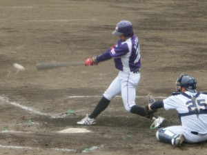 2回二死2塁13塁のチャンスに片野の打球は痛烈なファーストライナー。