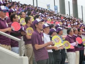 第一代表決定戦には球場を埋め尽くす紫色の大応援団が大宮にかけつけた。地域の方たち、職場の仲間たち、会社の支援者たちの後押しに選手たちは全力をかける。